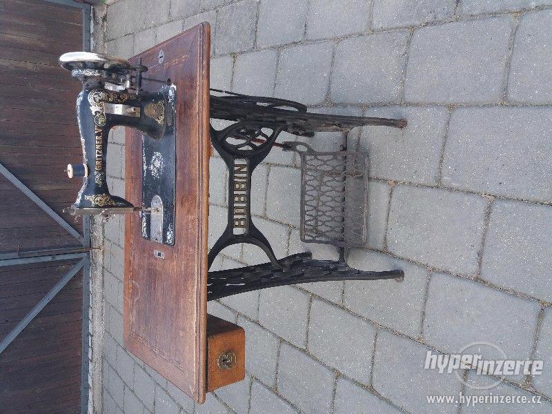 Starožitný šicí stroj
