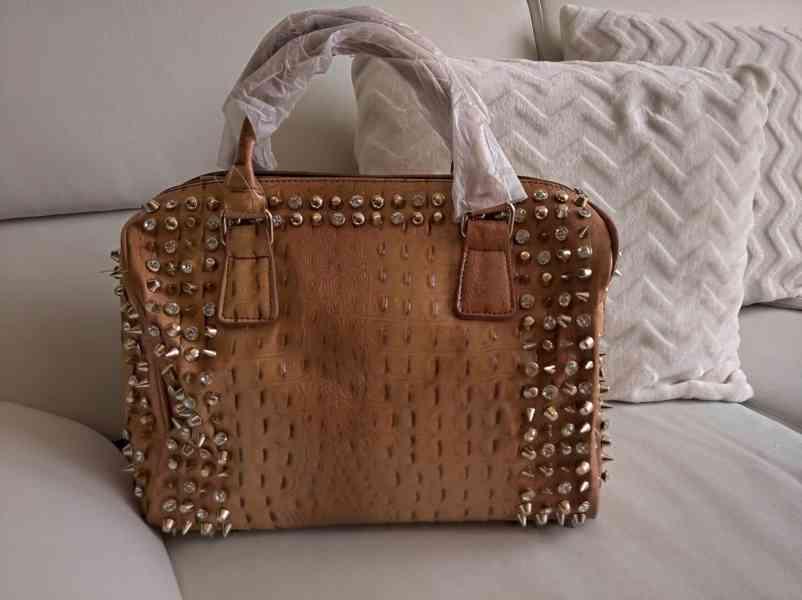 Extravagantní dámská kabelka se zlatým kováním