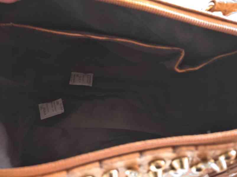Extravagantní dámská kabelka se zlatým kováním - foto 4