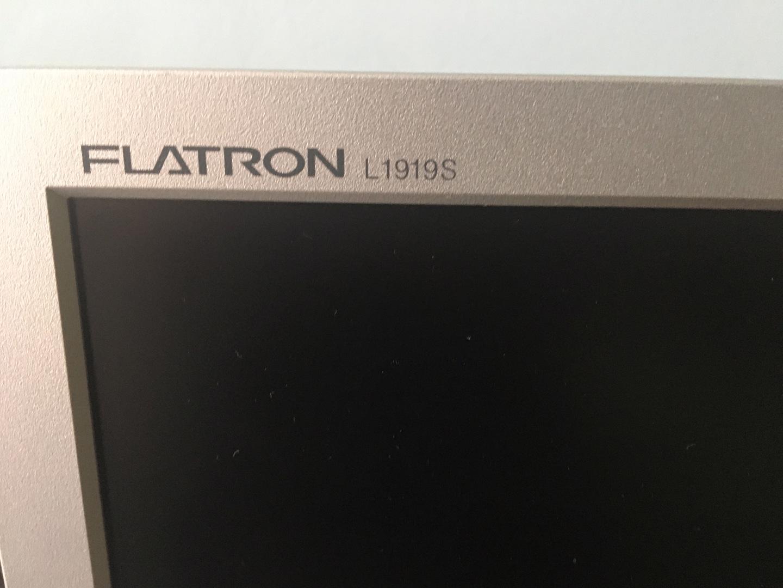"LCD Monitor 19"" (48,26 cm) značky LG - foto 1"