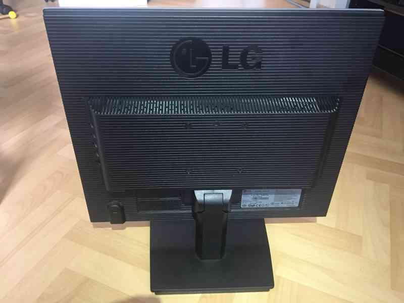 "LCD Monitor 19"" (48,26 cm) značky LG - foto 5"