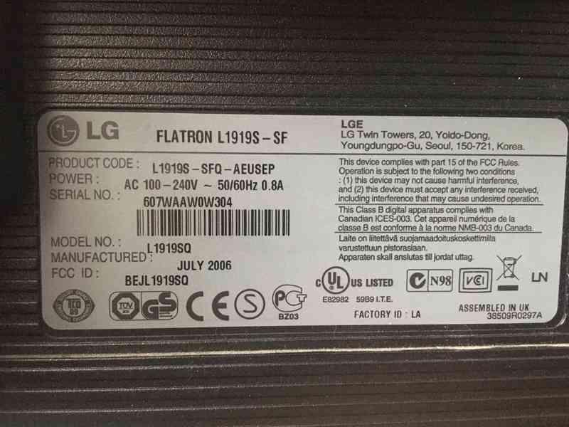 "LCD Monitor 19"" (48,26 cm) značky LG - foto 2"