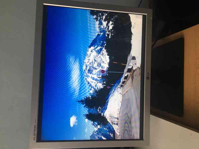 "LCD Monitor 19"" (48,26 cm) značky LG - foto 6"