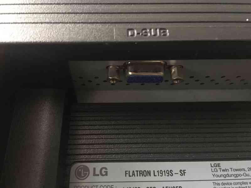 "LCD Monitor 19"" (48,26 cm) značky LG - foto 3"