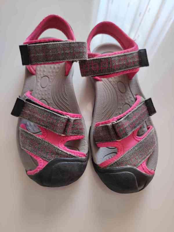 Sandály že Sportisima - foto 5