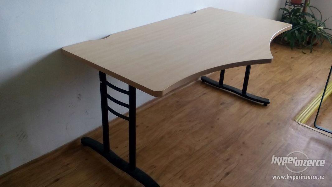 3 masivní kancelářské stoly