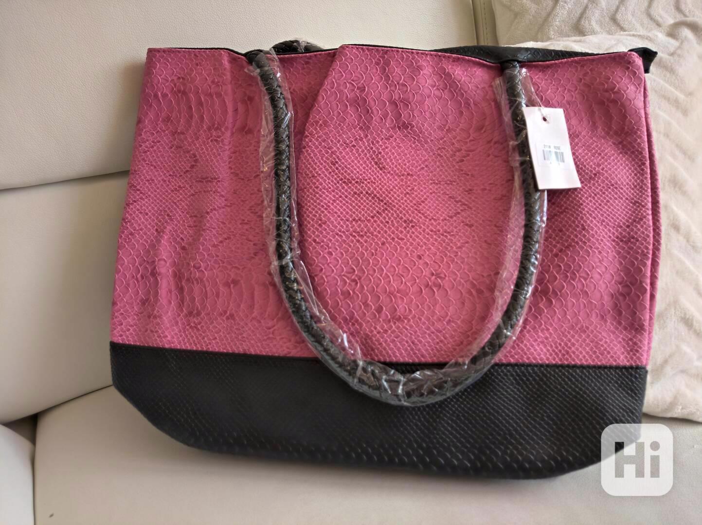Dámská kabelka v hadím stylu - foto 1