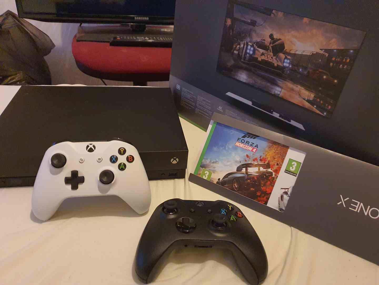 Xbox one X 2xovládač  - foto 1
