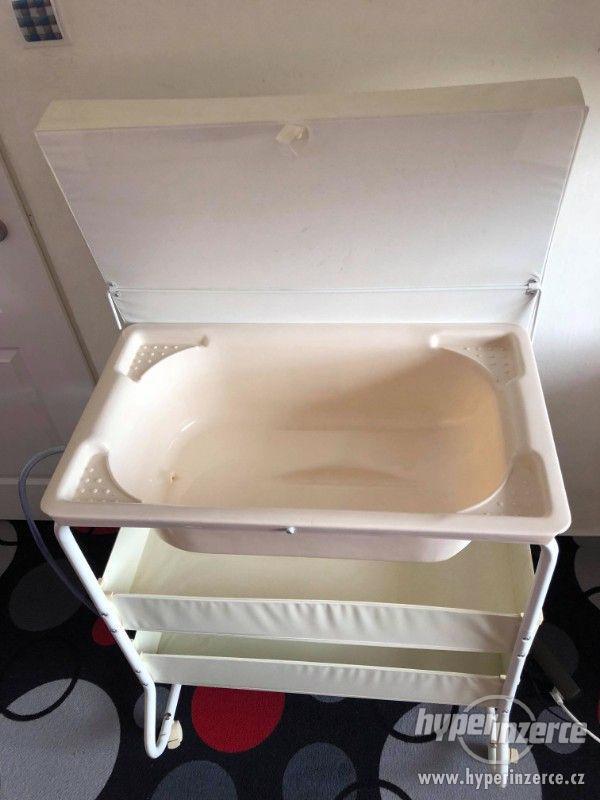 Přebalovací pult s vaničkou