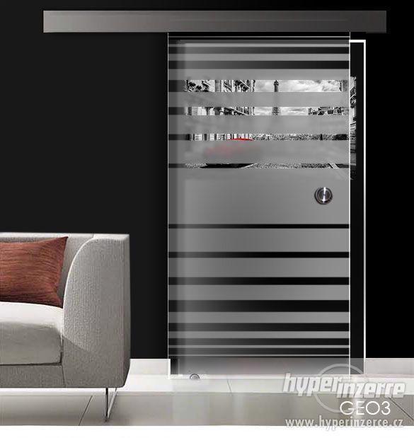 Celoskleněné posuvné dveře- série GEO