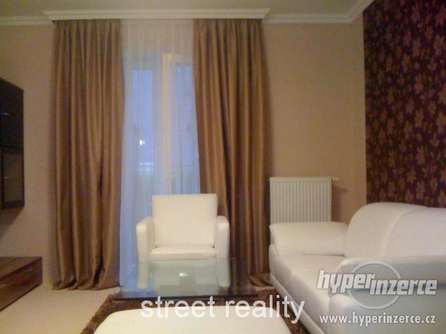 Prodej exkluzivního bytu 2+kk+B+G v Rezidenci Čertovka - foto 2
