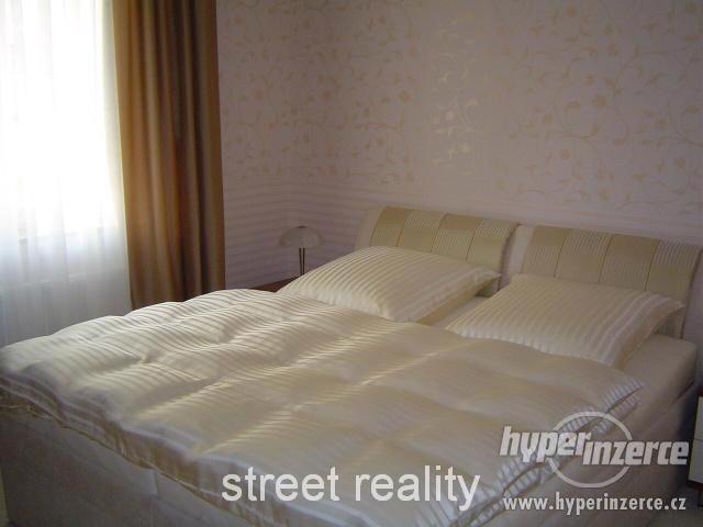 Prodej exkluzivního bytu 2+kk+B+G v Rezidenci Čertovka - foto 3
