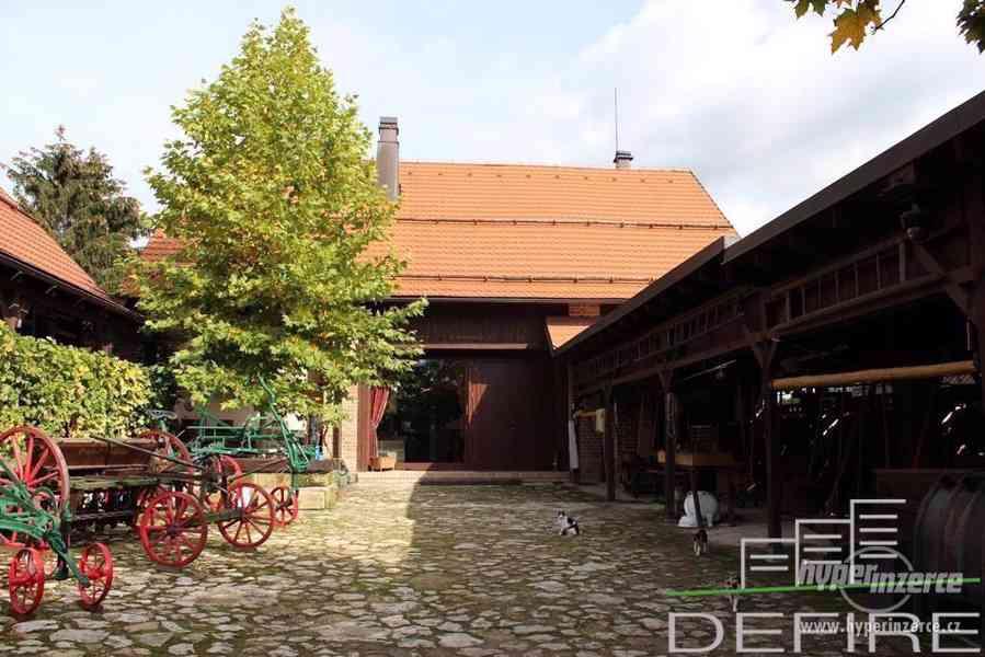 Prodej komerčního objektu , 2 samostatných staveb s uzavřeným dvorem celkem cca 450 m2 užitné plochy