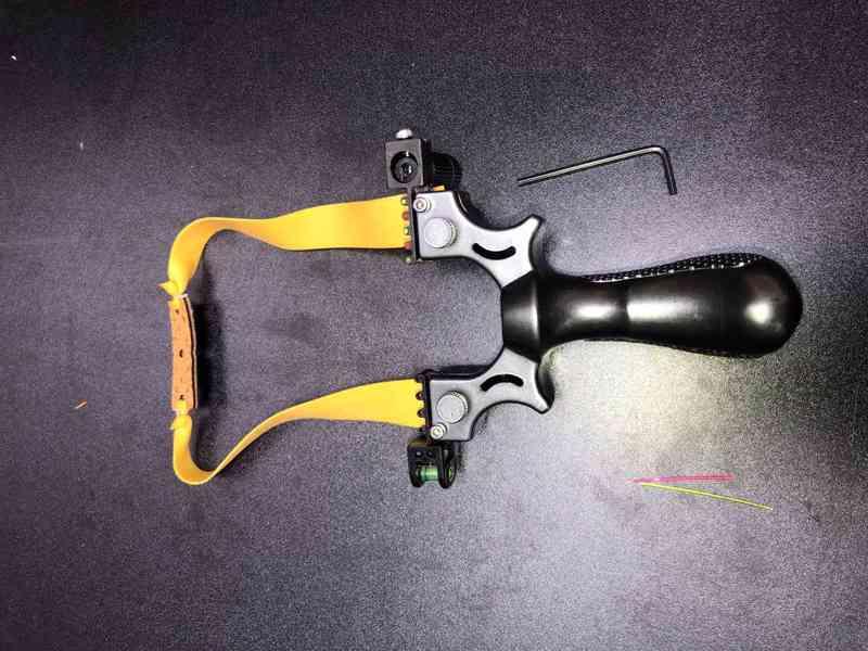 Lovecký prak s laserem - foto 1