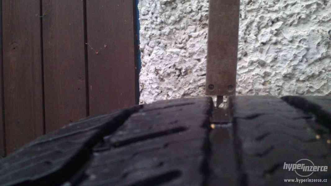 Zimní pneu 195/55 r15 - foto 5