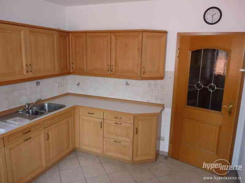 Velmi pěkná kuchyně - světlá - foto 2