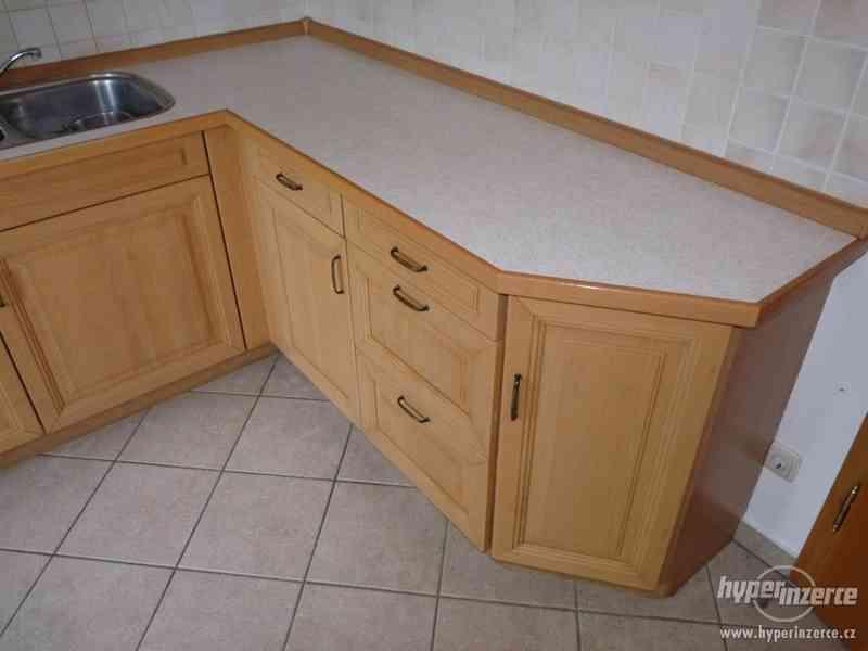 Velmi pěkná kuchyně - světlá - foto 6