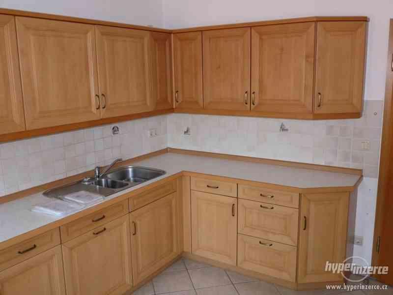 Velmi pěkná kuchyně - světlá - foto 7