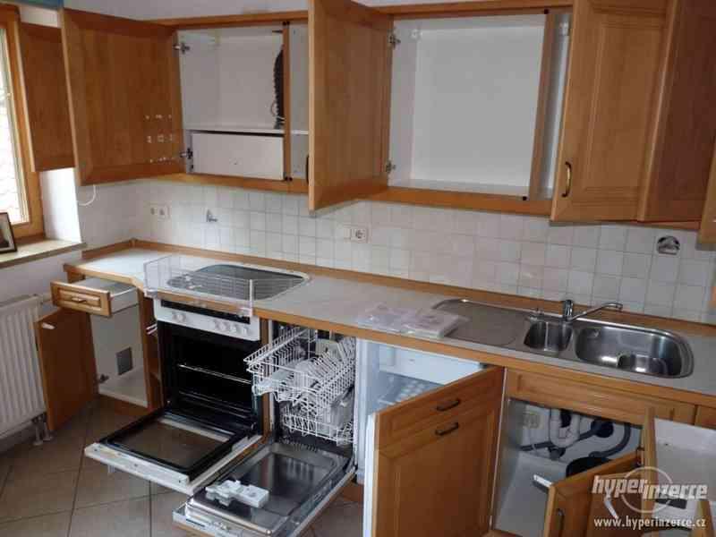Velmi pěkná kuchyně - světlá - foto 10