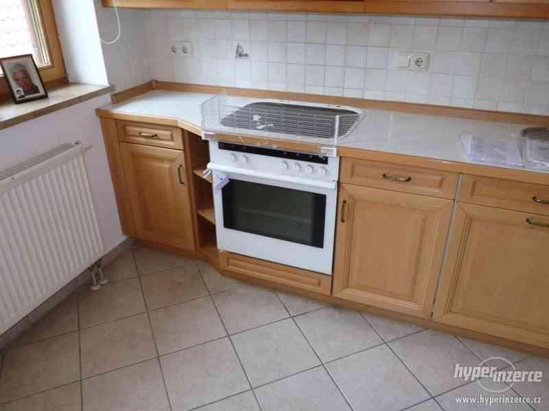 Velmi pěkná kuchyně - světlá - foto 12