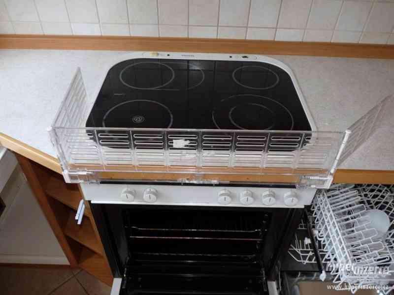 Velmi pěkná kuchyně - světlá - foto 13