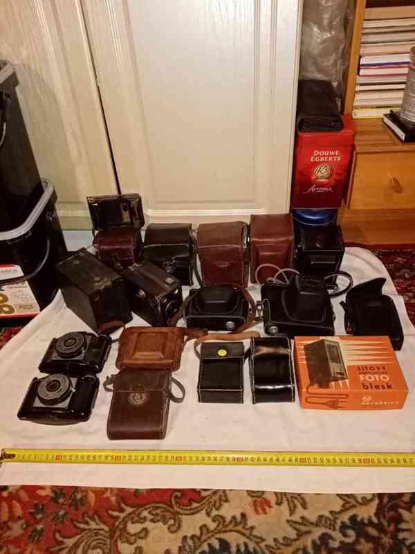 Kolekce foťáků 13 ks a 3 ks blesků + pouzdro navíc a naviják