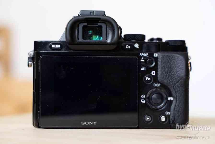 Sony a7s + Canon 24-105 + příslušenství - foto 7
