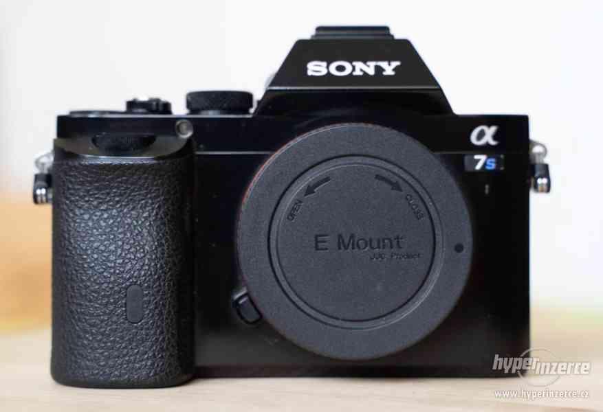 Sony a7s + Canon 24-105 + příslušenství - foto 8