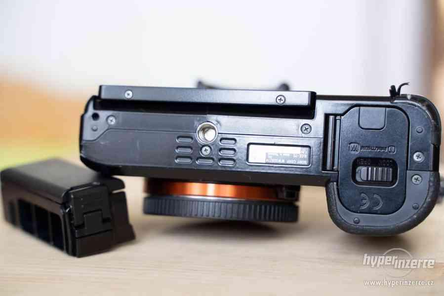 Sony a7s + Canon 24-105 + příslušenství - foto 10