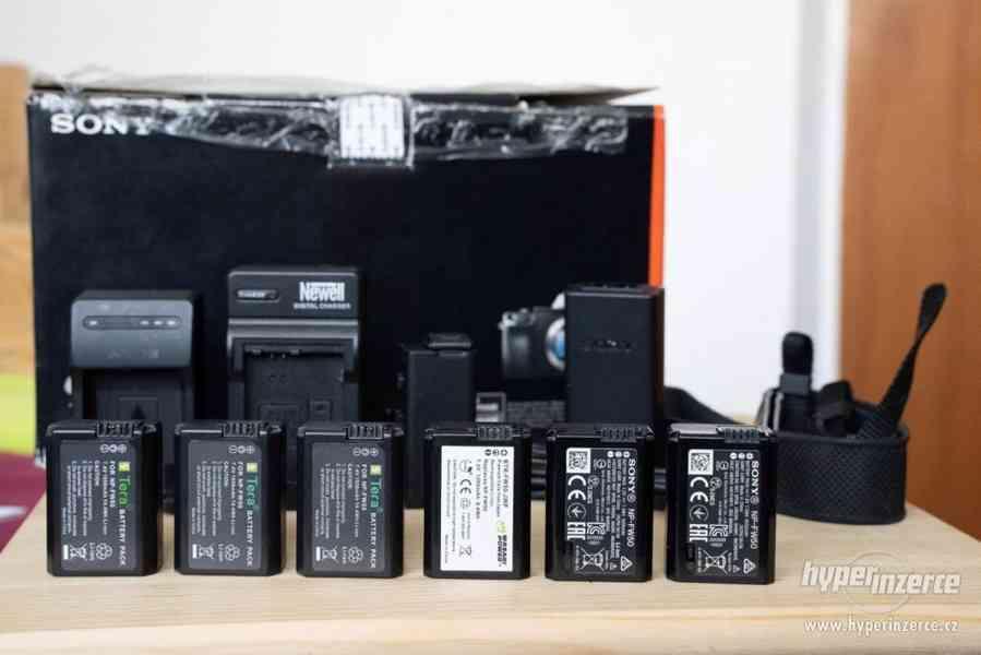 Sony a7s + Canon 24-105 + příslušenství - foto 11