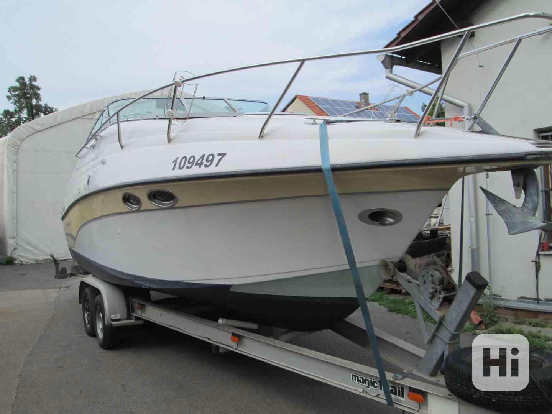 Prodám kajutovou motorovou loď Crownline 268 - foto 1