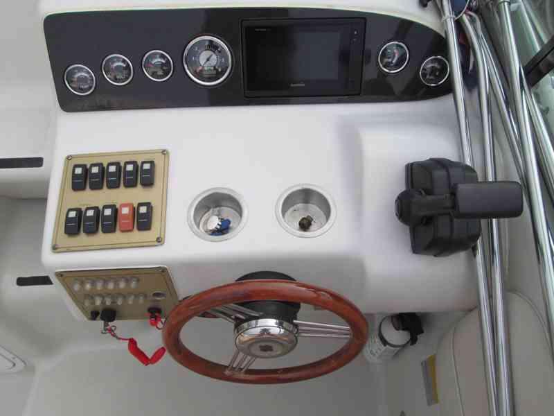 Prodám kajutovou motorovou loď Crownline 268 - foto 4