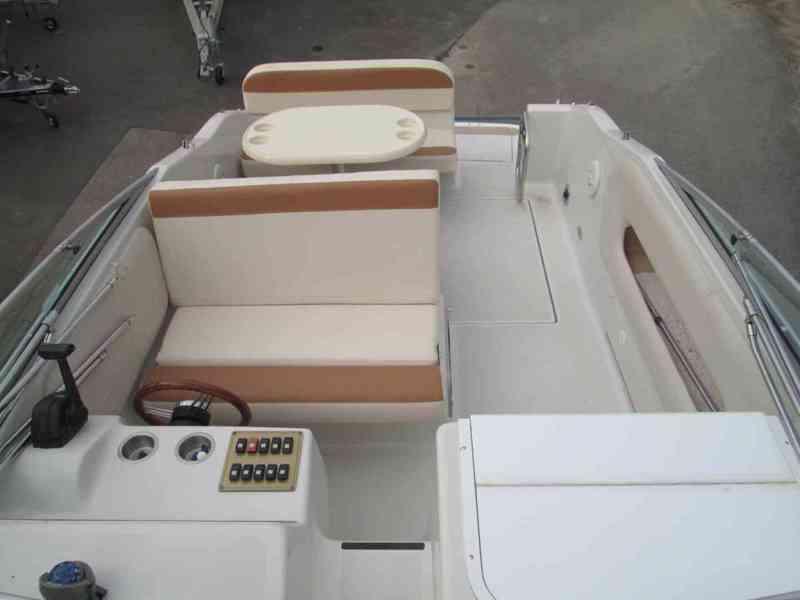 Prodám kajutovou motorovou loď Crownline 268 - foto 3