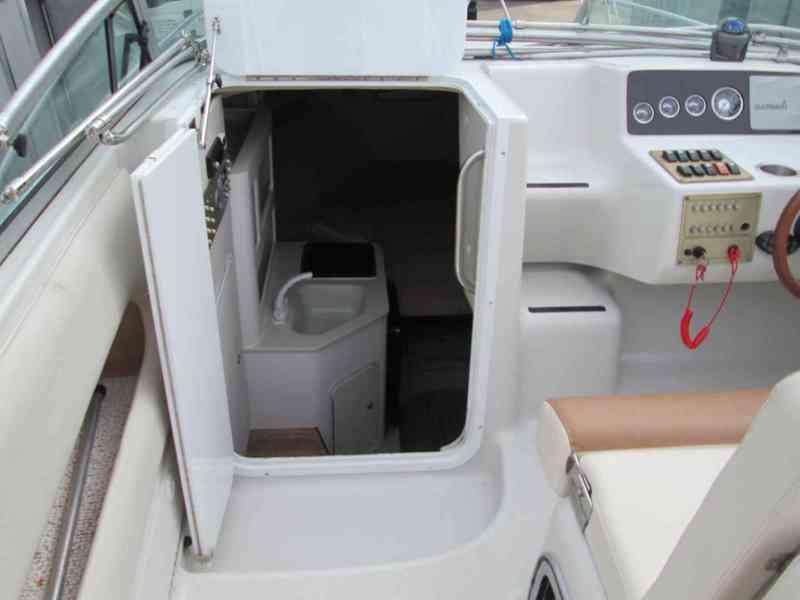 Prodám kajutovou motorovou loď Crownline 268 - foto 6