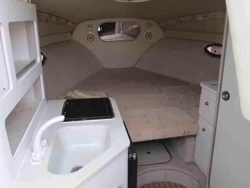 Prodám kajutovou motorovou loď Crownline 268 - foto 7
