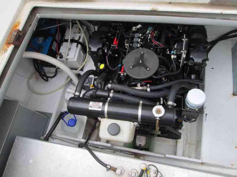 Prodám kajutovou motorovou loď Crownline 268 - foto 12