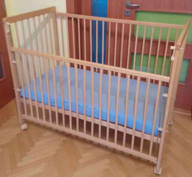 Prodám dětskou dřevěnou postýlku i s matrací