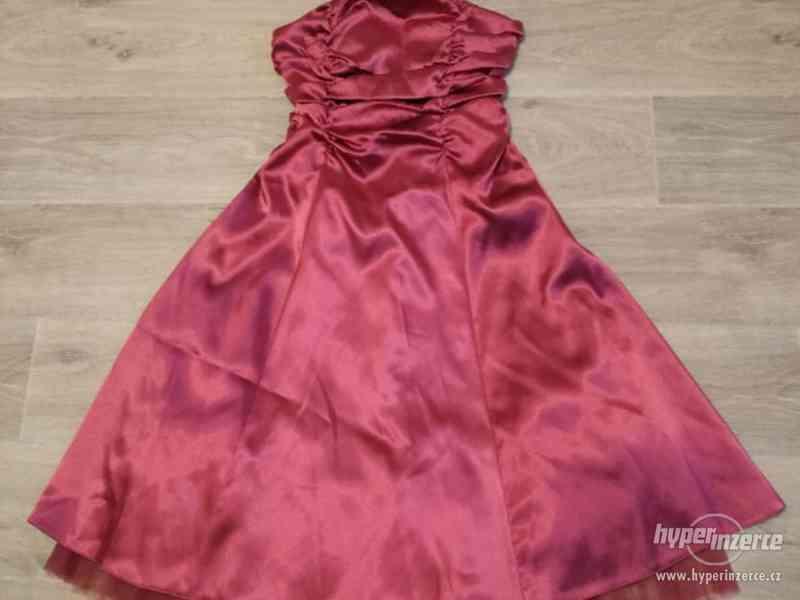 Dámské plesové šaty korzetové, růžové