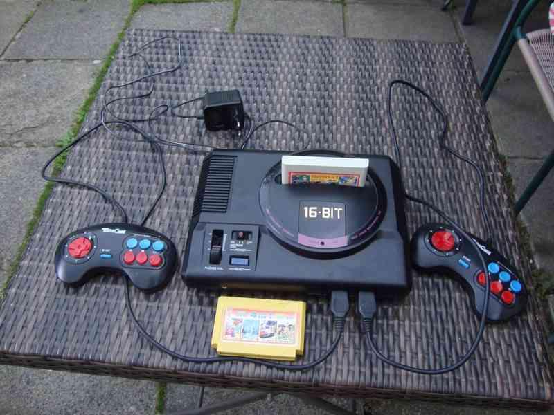 Retro konzole herní TV 16bit zachovalá kompletní 2x ovladač