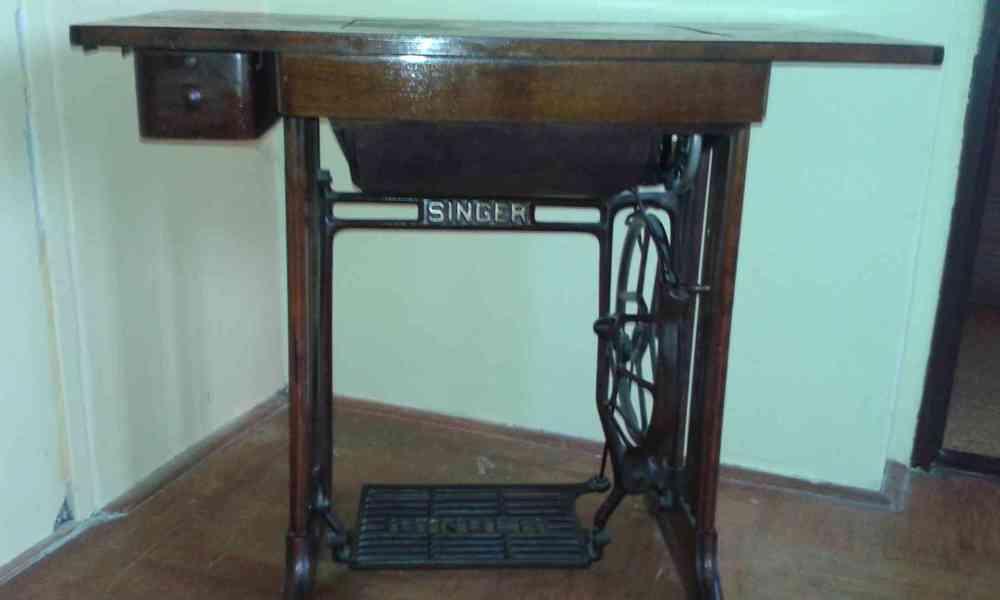 Starožitný šicí stroj - foto 4