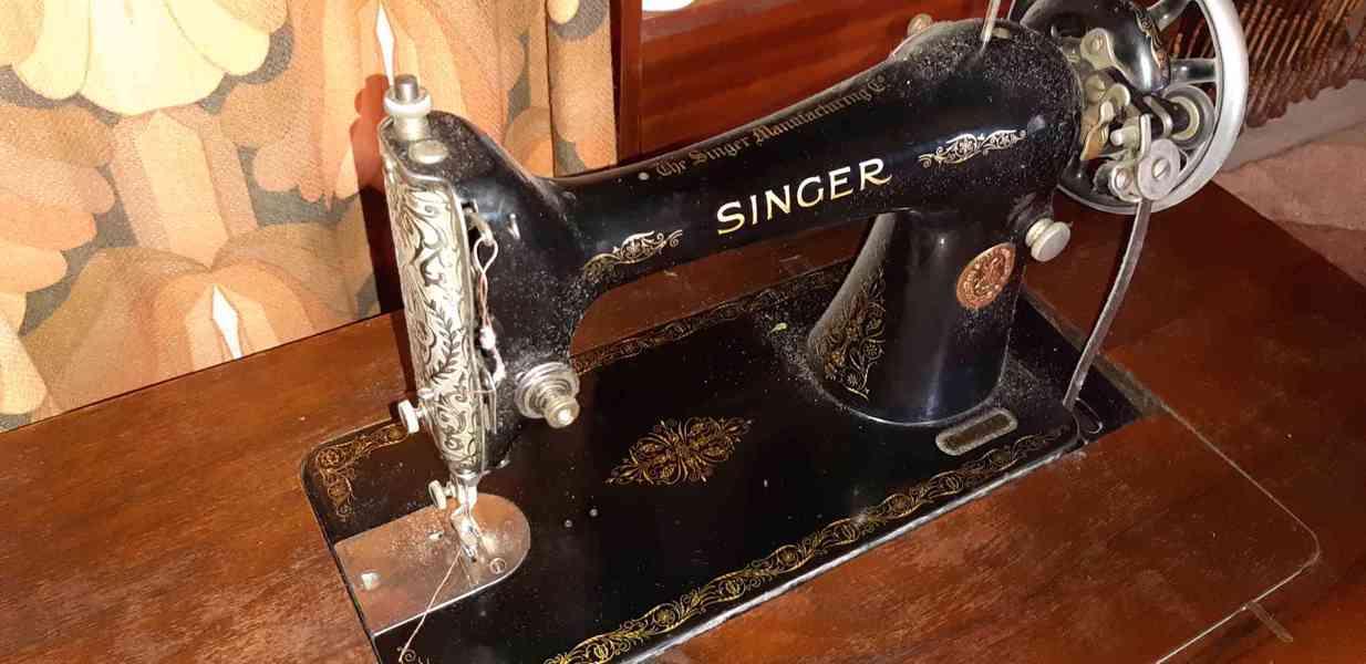 Starožitný šicí stroj - foto 1
