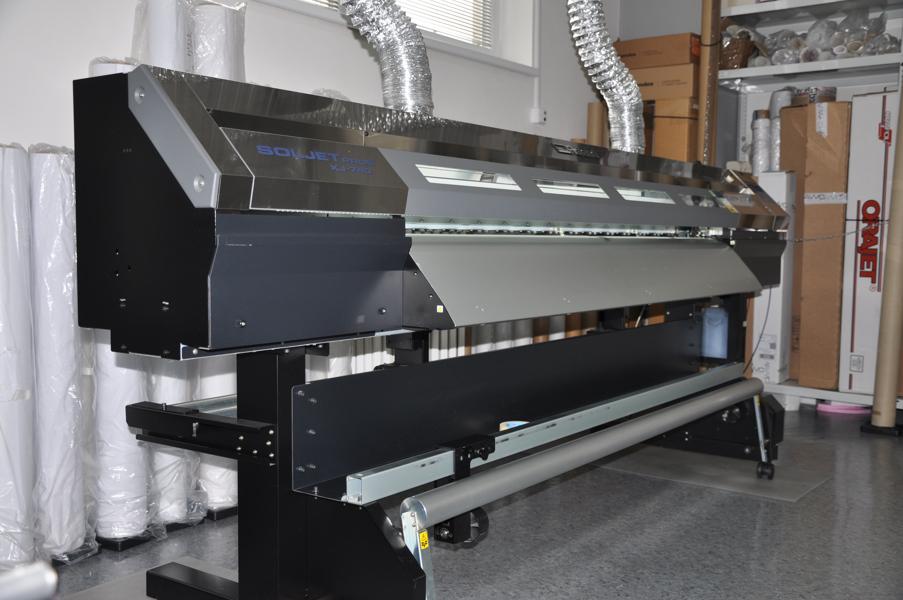 Velkoplošná ekosolventní tiskárna Roland